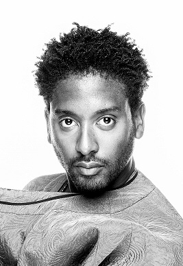 Peter Brathwaite (Papageno)  trained at the Royal College of Music International Opera School and the Flanders Opera Studio, Ghent. Recent roles include Yamadori  Madama Butterfly , Marcello  La bohème , Luis  Katibu di Shon  (Nederlandse Reisopera); Elviro  Xerxes , Sylvano  La Calisto , Kaidama  Il furioso all'isola di San Domingo , L'incognito  L'assedio di Calais , Schaunard  La bohème  (English Touring Opera); L'incognito  L'assedio di Calais  (Armel Festival, Budapest); Customs Officer  La bohème , Billy Bone  Captain Blood's Revenge  (Glyndebourne on Tour); Nelson  Porgy and Bess  (Opéra de Lyon/Edinburgh International Festival); Sid  La fanciulla del West  (Opera Holland Park); Emanuel  Two Caravans  (OperaUpClose);  Othello ,  Sonnet Walks ,  What You Will  (Shakespeare's Globe). He is currently touring his multimedia recital  Degenerate Music: Music Banned by the Nazis  (London Song Festival/BBC Radio 3/Studio Niculescu Berlin). Future engagements include Feldspar  Fogonogo  (Spitalfields Music at Elbphilharmonie Hamburg/Philharmonie Luxembourg/Danish National Opera's GrowOp! Festival Aarhus/Spitalfields Winter Festival), his English National Opera debut in a co-production with the Gate Theatre, and his debut at La Monnaie, Brussels. Peter is the recipient of a 2016/17 International Opera Awards Foundation Bursary.