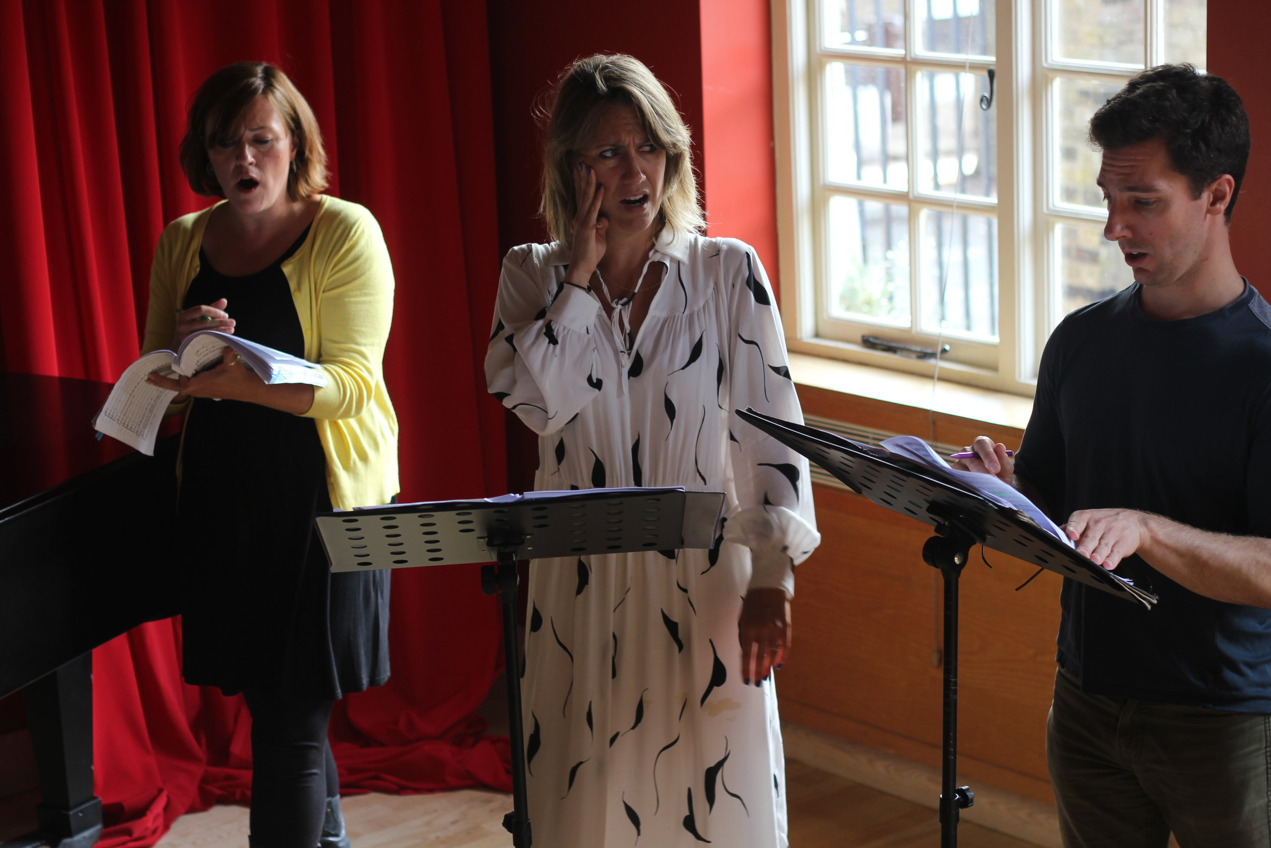 Maria Stuarda 2018: Louisa Ratcliffe (Anna), Flora McIntosh (Mary), Joseph Doody (Earl of Leicester)