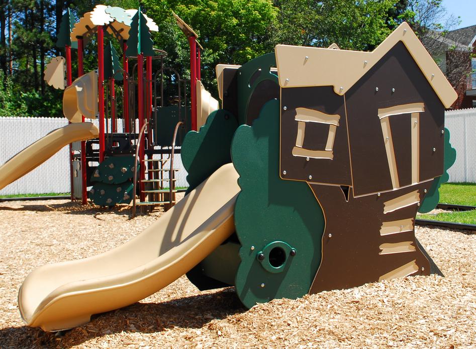 tree-playhouse-slide.png