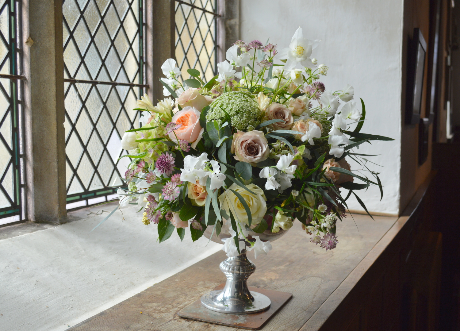 Rose Bowl with Amnesia Roses, hydrangea, Sweet Peas & Ammi