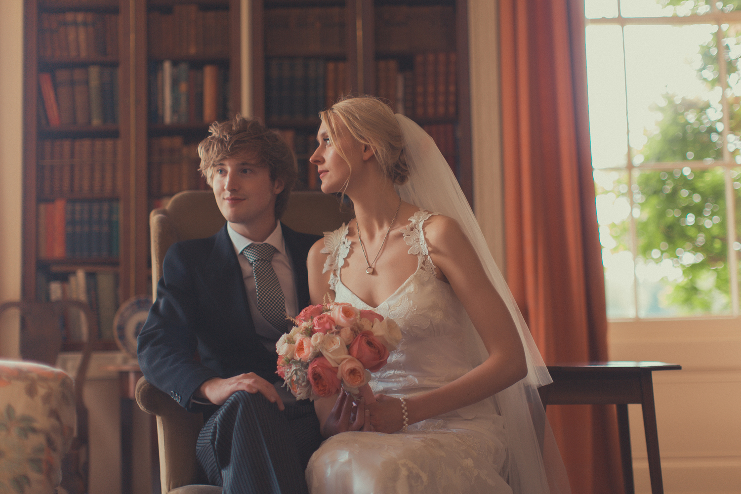 summer wedding with Blush & coral flowers at Courteenhall Northamptonshire