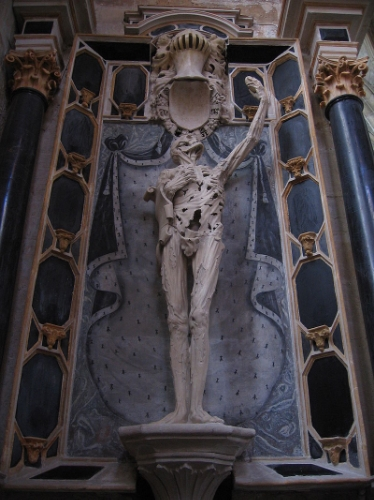 Prince of Orange René of Châlon died in 1544 at age 25. His widow commissioned sculptor Ligier Richier to represent him offering his heart to God, set against the painted splendour of his former worldly estate. Church of Saint-Étienne, Bar-le-Duc.