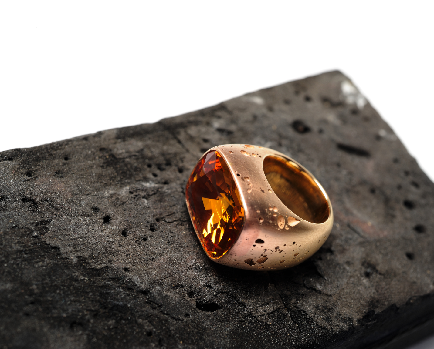 Hemmerle ring, topaz, pink gold, copper: Photo Courtesy of HEMMERLE