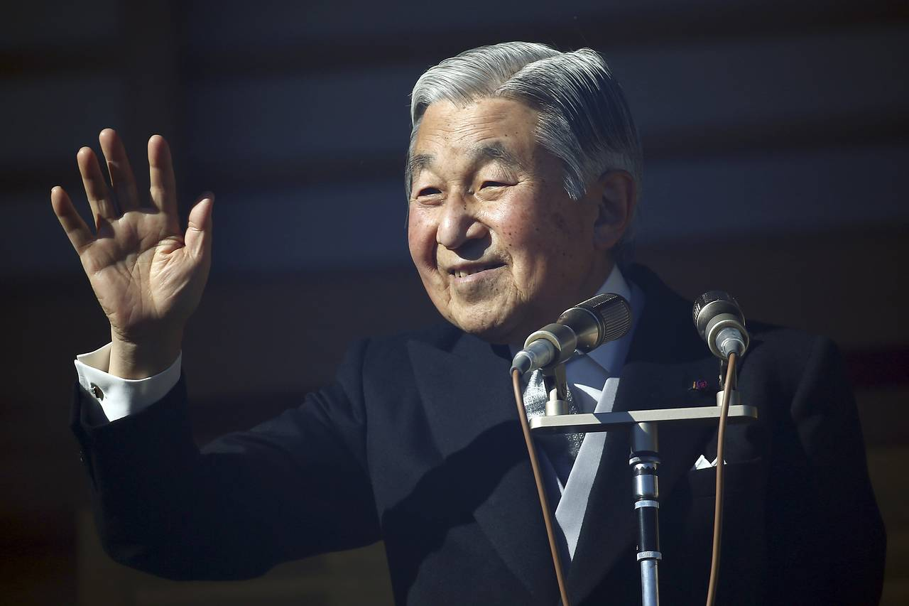 Japan's Emperor Akihito waves to well-wishers as he and family members appear on the balcony of the Imperial Palace during the emperor's 81st birthday in Tokyo, in this Dec. 23, 2014 photo. PHOTO: ASSOCIATED PRESS