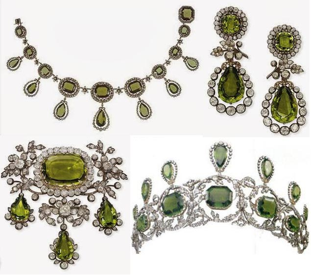 THE PARURE IS COMPOSED OF LARGE PERIDOTS IN A DEEP OLIVE COLOR SURROUNDED BY A SCROLLING FOLIATE DIAMOND FRAME. BOTTOM RIGHT IMAGE: THE TIARA WITH THE NECKLACE PENDANTS ATTACHED