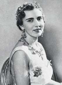 Queen Ingrid in the original tiara