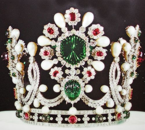 The Empress Farah's crown is white gold and green velvet covered with diamonds, pearls, emeralds, rubies, and spinels.