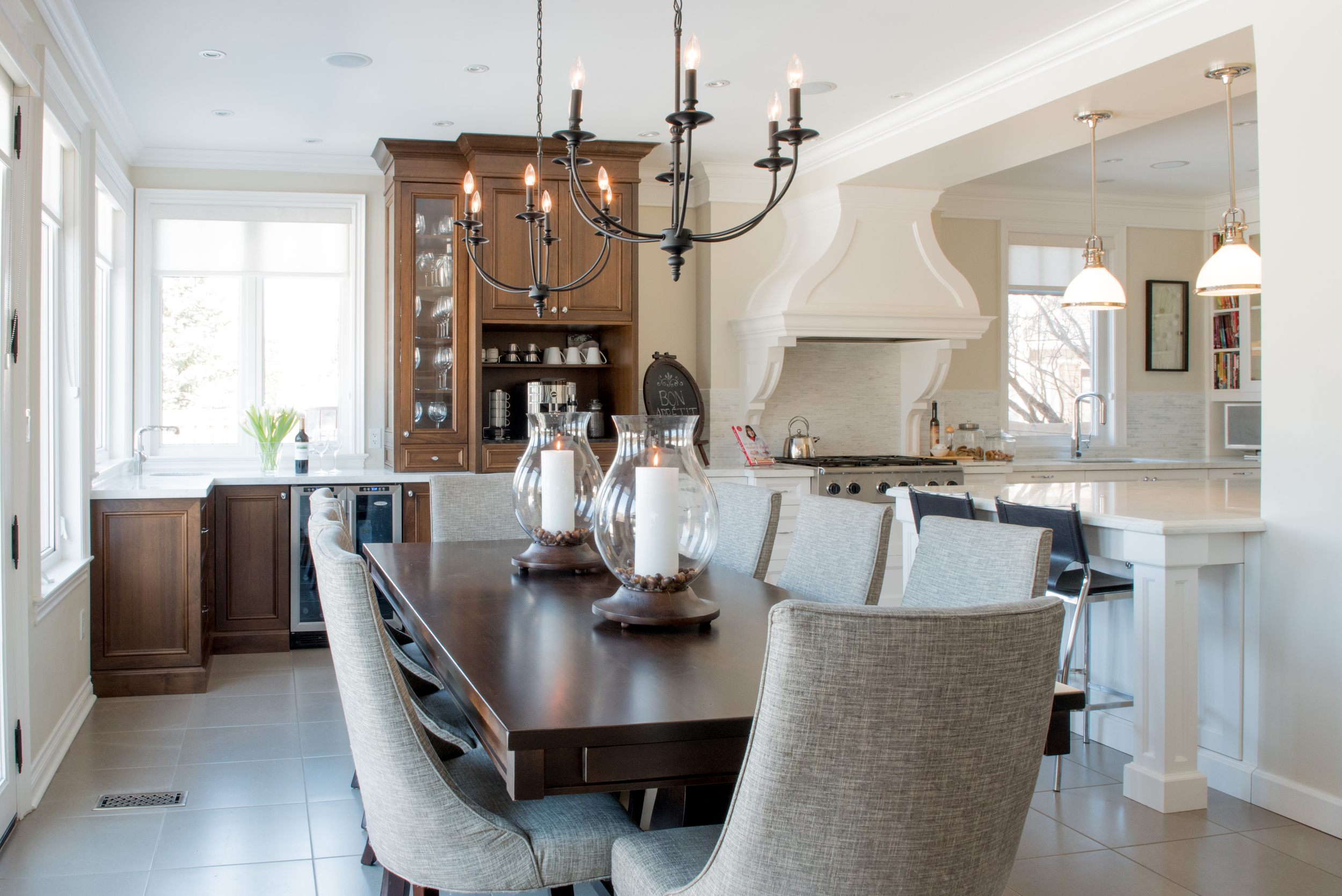 Beautiful Kitchen and Dining Area!