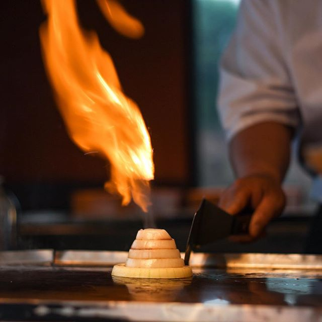 It's getting cold out there. Warm up around our fire. 🌋 🔥 . . . . #knoxville #knoxvilletn #knoxeats #knoxvilleblogger #hibachi #volcano #knoxvilletennessee