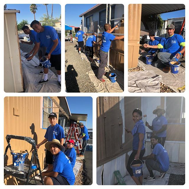It's a hot one today! Check out our volunteers going hard painting a home this morning for a senior citizen. Check out our A Brush With Kindness program and find out how YOU too can volunteer! @habitatinlandvalley #habitatforhumanity #abrushwithkindness