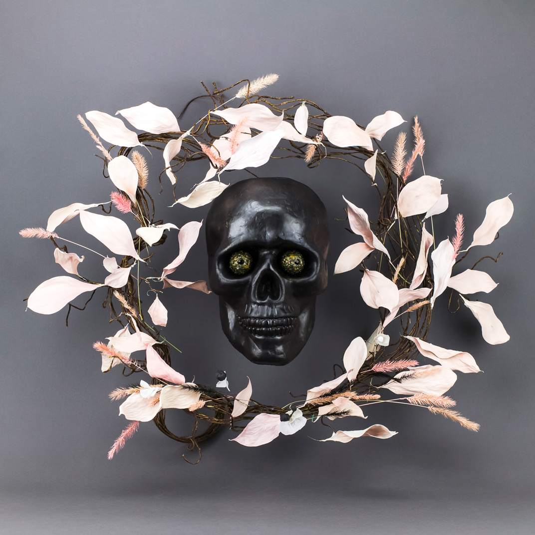 Skull_gold eyes_NL