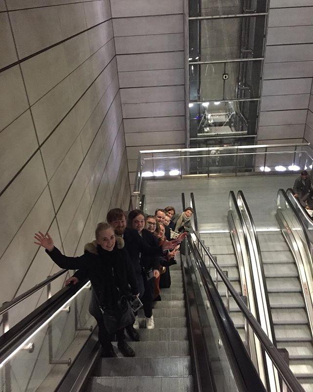 Stort tak, for et vellykket vårmøde i FNUF! 🎈🔥Det har været to indholdsrige dage med et tætpakket program, som foruden selve vårmødet har budt på jubilæumsseminar på Christiansborg og gallashow i DR's koncerthus i anledningen af Foreningen Norden DK, NO og SE's 100 års fødselsdag. Under vårmødet havde vi to spændende talere forbi, nemlig Auðunn Atlason (billede to), som arbejder med Islands Norden-minister, og Mathias Botoft Hansen (billede tre) fra #Ungeklimarådet. #unginorden @ungeklimaraad @fnu_norge @fnudk @pnnpnu