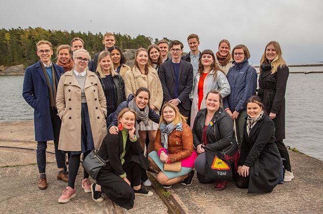 BLOG: DET NYA NORDEN 2019 😎  FNUF's generalsekretær har i denne uge deltaget på et spændende kursus i Finland, hvor et af temaerne var Forbundsstaten Norden og hvilke udfordringer, som står i vejen for realiseringen af det. 😮🤩 Læs om, hvordan det gik her:  https://www.fnuf.org/aktuellt/nyanorden2019