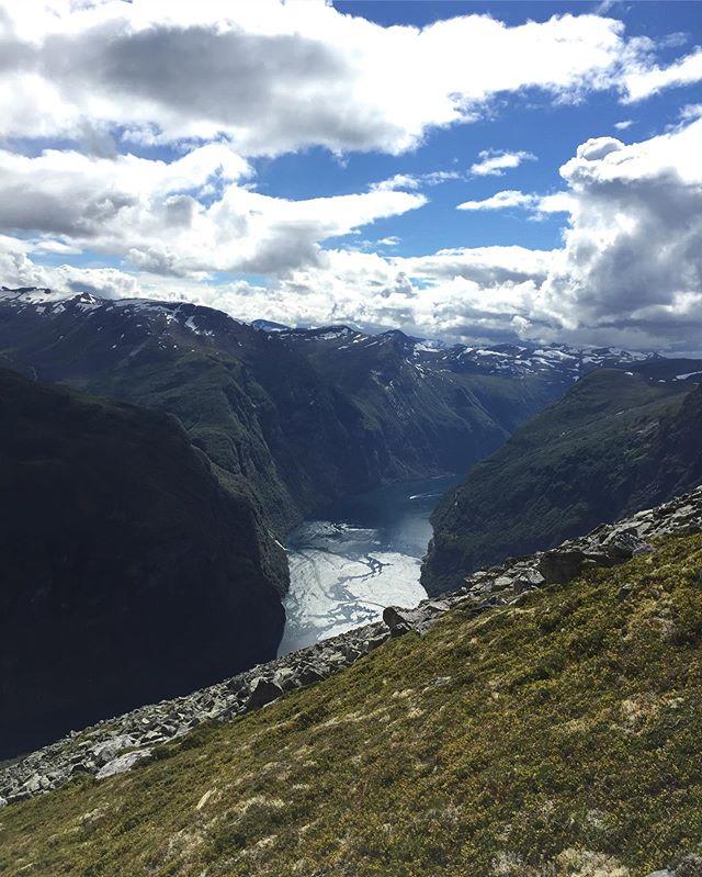 Gratulerer med dagen, Norge! 🇳🇴🎈 #17mai #17mai2019 #geiranger