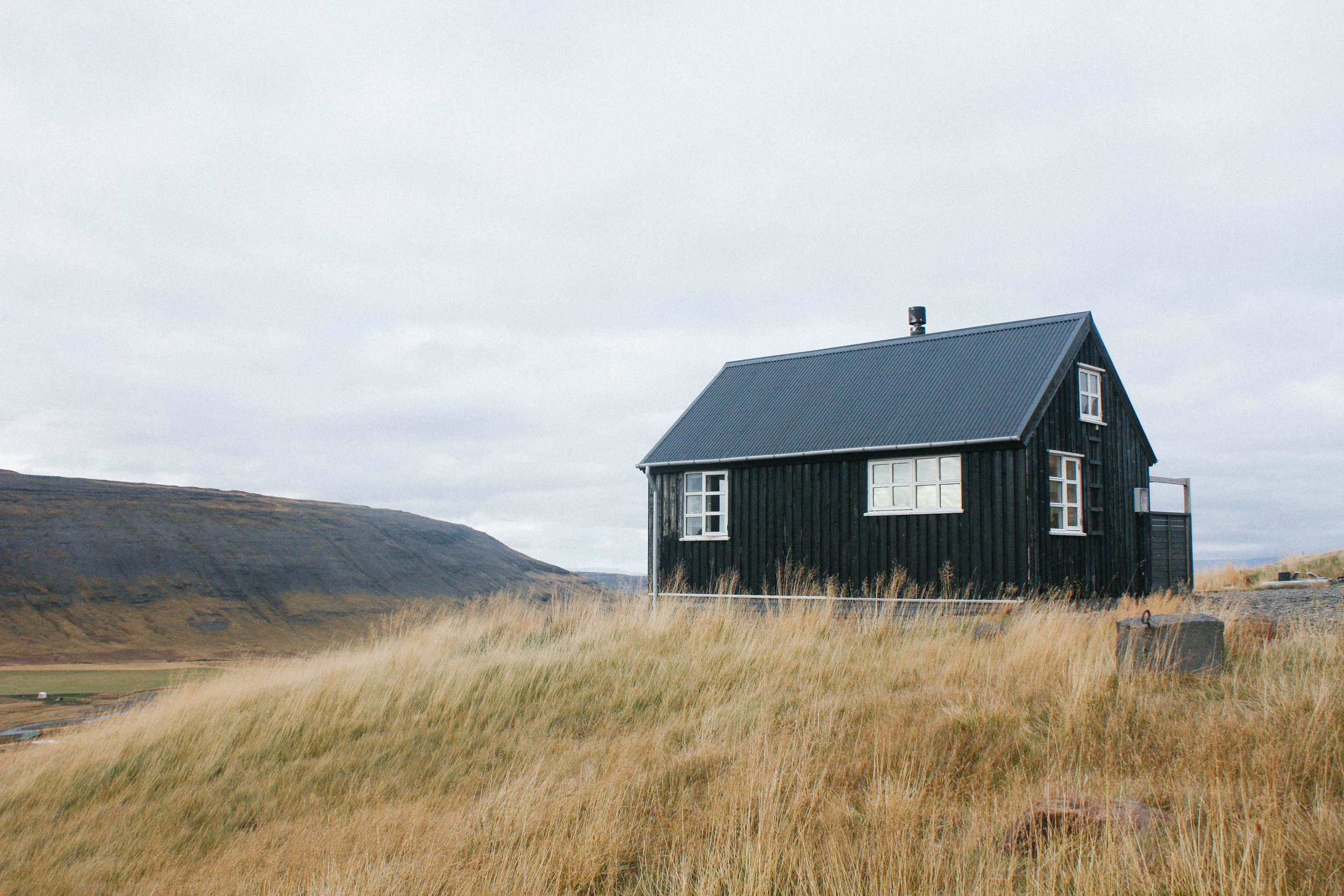 cabinonahill2.jpg