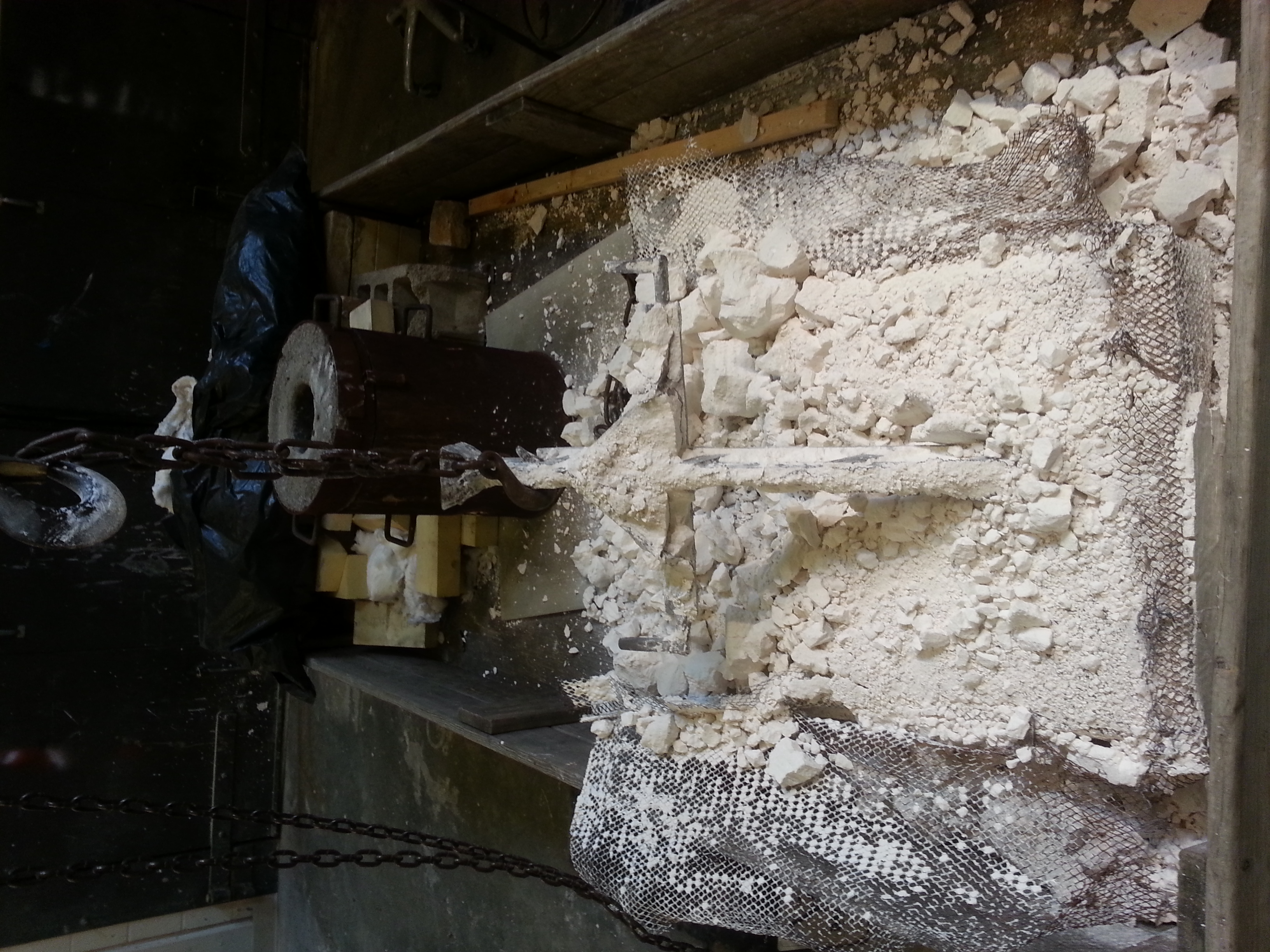 Breaking the casting out of the mold