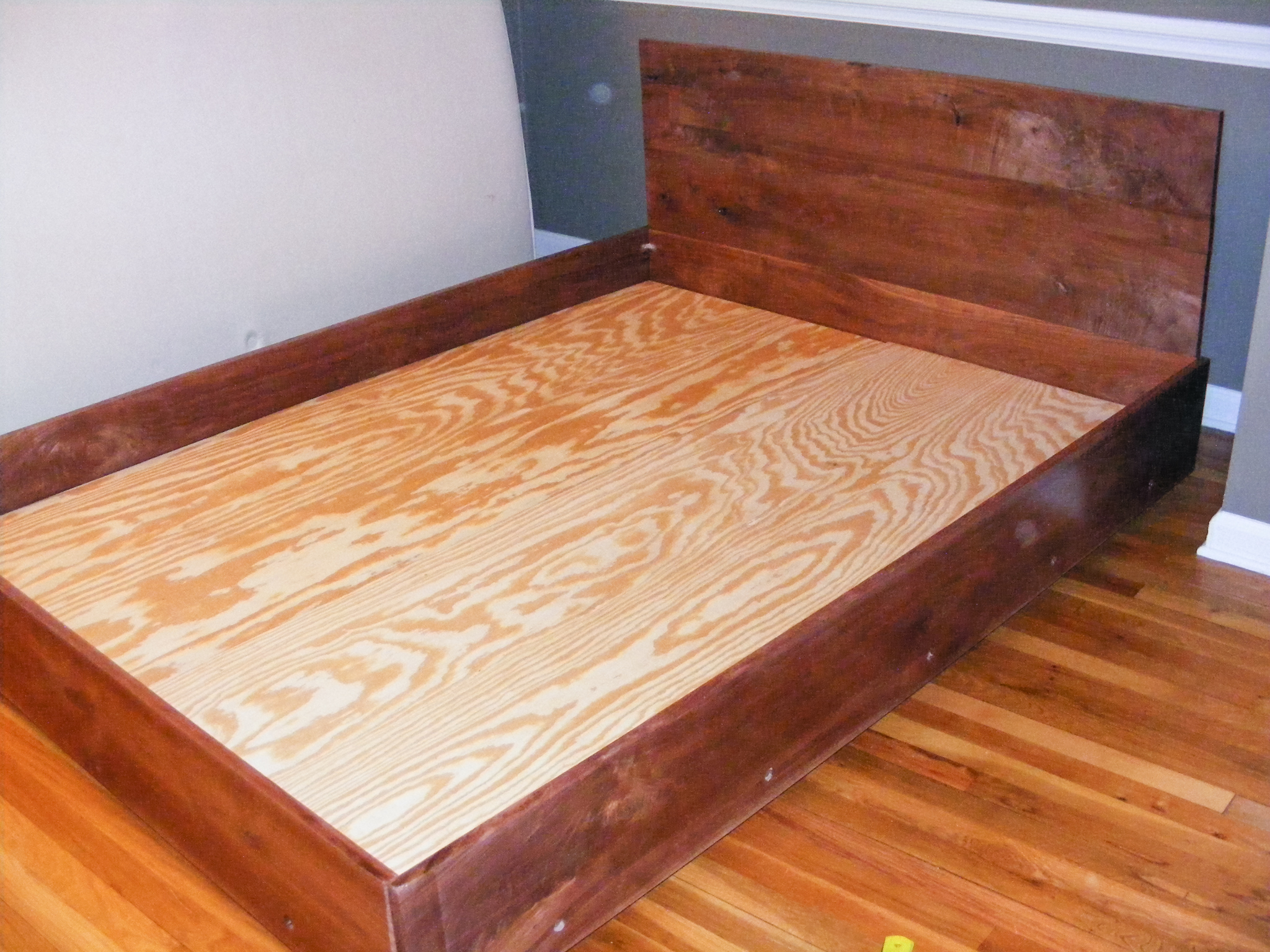 The completed bed!