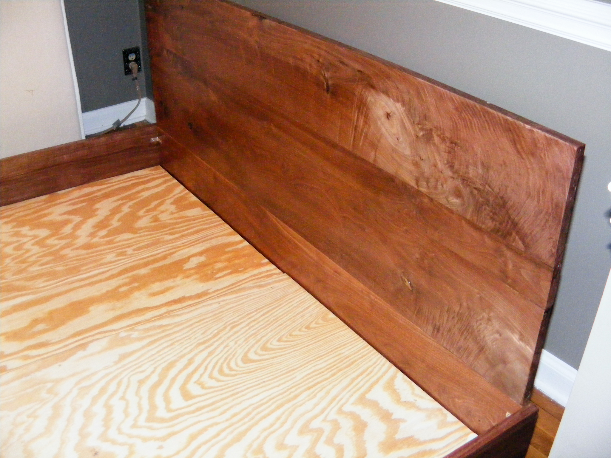I'm quite happy with the headboard; it has lots of interesting grain that comes out with different angles/lighting.
