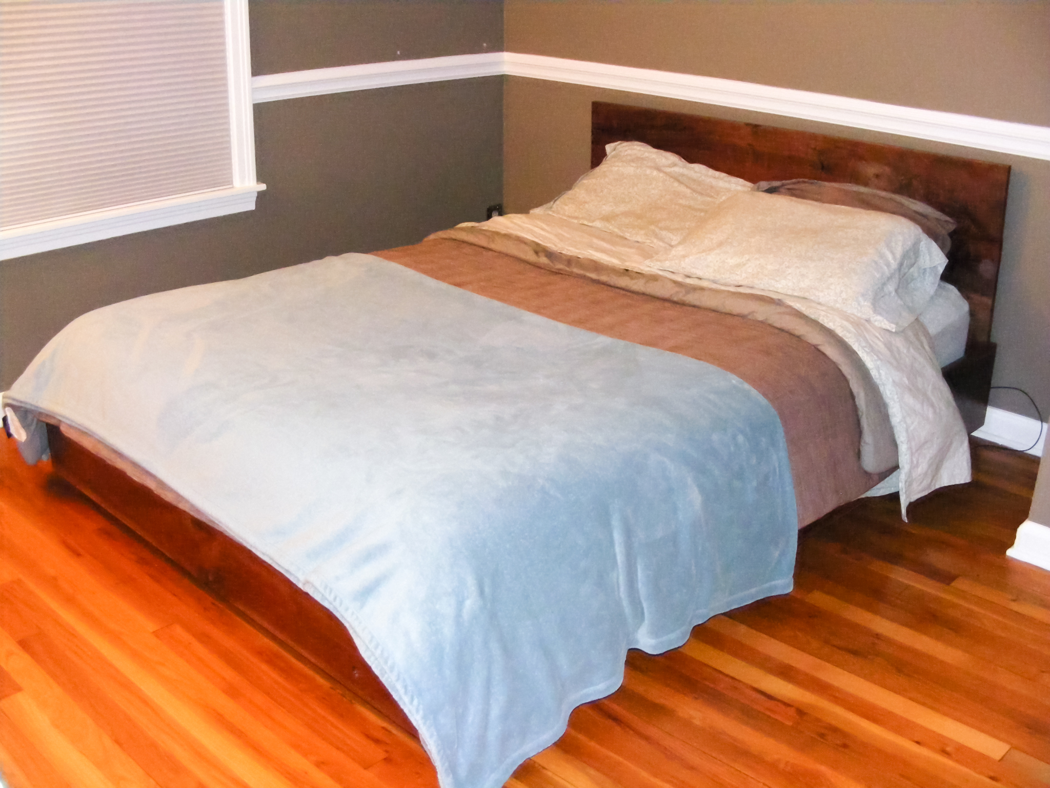 The completed bed with our mattress, sheets, blankets, and pillows!