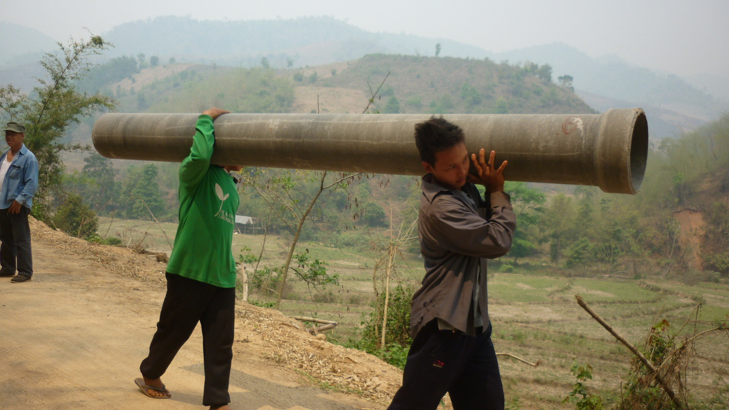 Taking delivery of the pipes and other materials for the irrigation channel repairs at Huai Lue