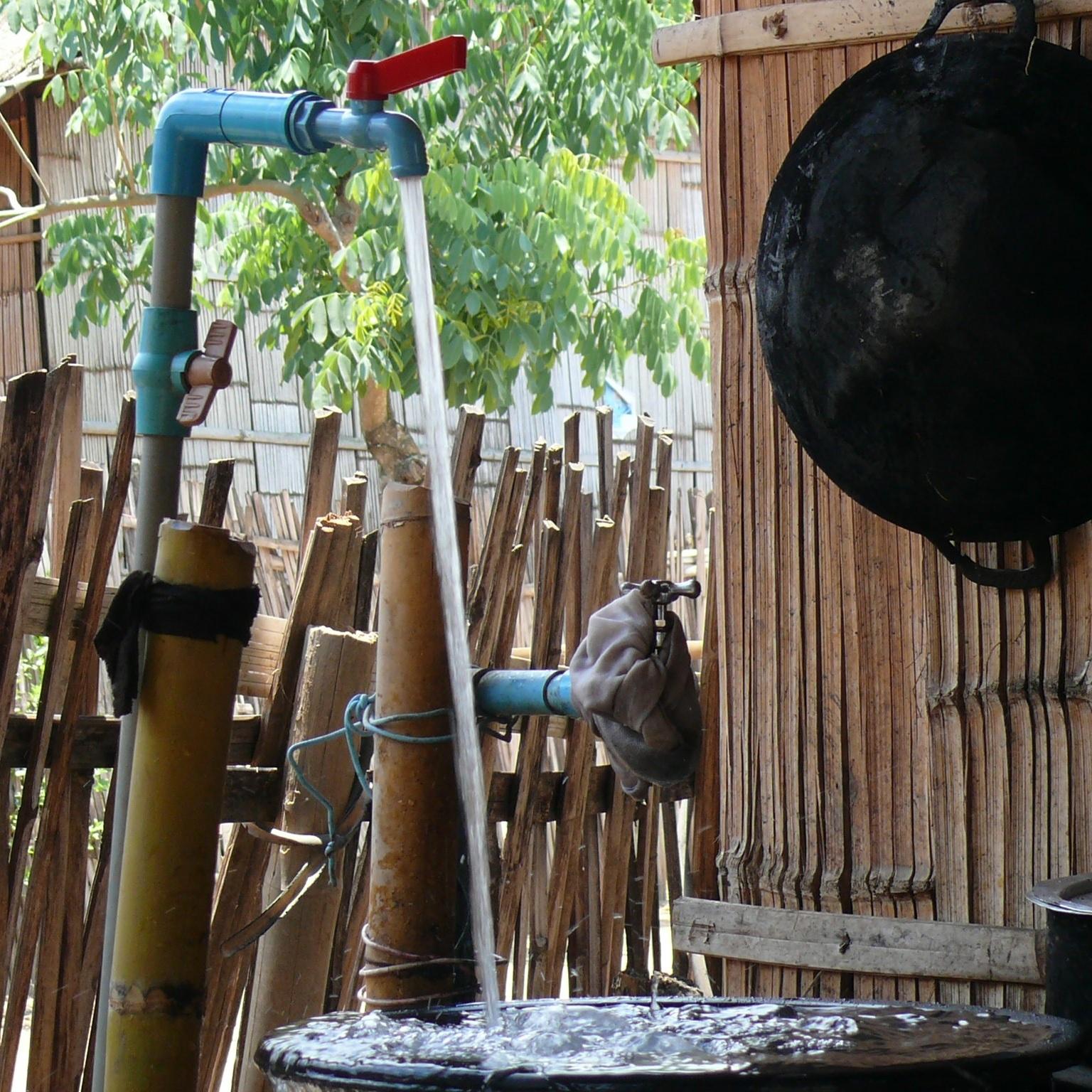 น้ำสะอาดจากก็อก ที่มีความดันน้ำในระดับที่ดีสำหรับทุกคนในหมู่บ้าน