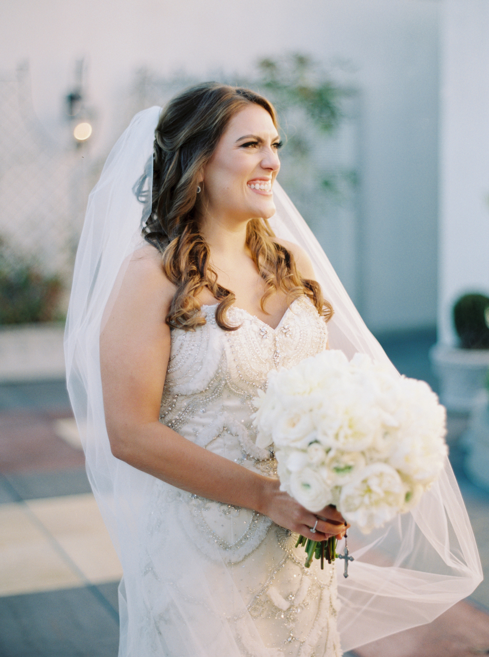 Bridal portrait on the rooftop | Urban wedding | How to transform an open ballroom with stunning decor | Sapphire Events | Greer G Photography | Board of Trade | White and Gold Wedding | Winter Wedding Inspiration | White and Green Wedding | Ballroom wedding