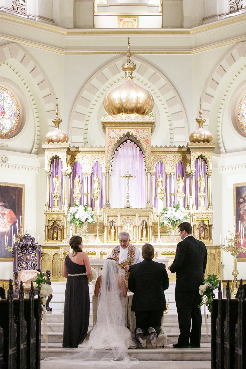 Immaculate Conception Jesuit Church | ICJC | Catholic wedding ceremony | Advent wedding ceremony | How to transform an open ballroom with stunning decor | Sapphire Events | Greer G Photography | Board of Trade | White and Gold Wedding | Winter Wedding Inspiration | White and Green Wedding | Ballroom wedding