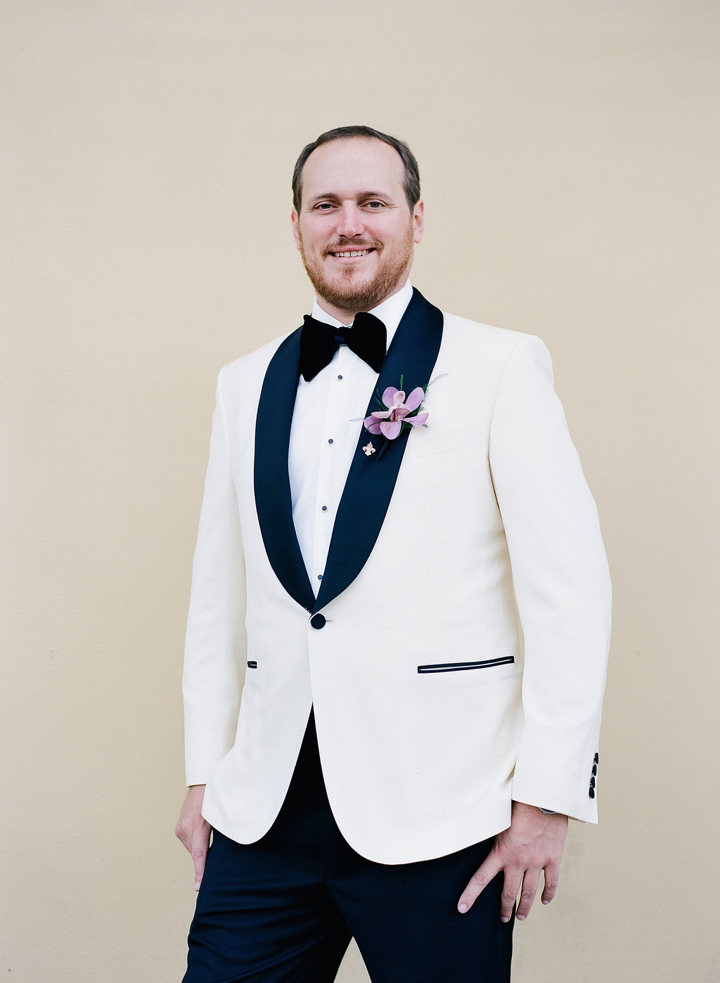 White dinner jacket with black lapel | Groom Style | This is what happens when a bride asks her guests to wear all white | Wedding En Blanc | Sapphire Events | Erika Parker Photography Montegut House | Luxury Wedding | Courtyard wedding | French Quarter Wedding | Luxe Wedding Details