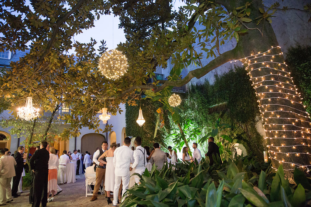 Montegut House courtyard at night | Luminous Events | This is what happens when a bride asks her guests to wear all white | Wedding En Blanc | Sapphire Events | Erika Parker Photography Montegut House | Luxury Wedding | Courtyard wedding | French Quarter Wedding | Luxe Wedding Details
