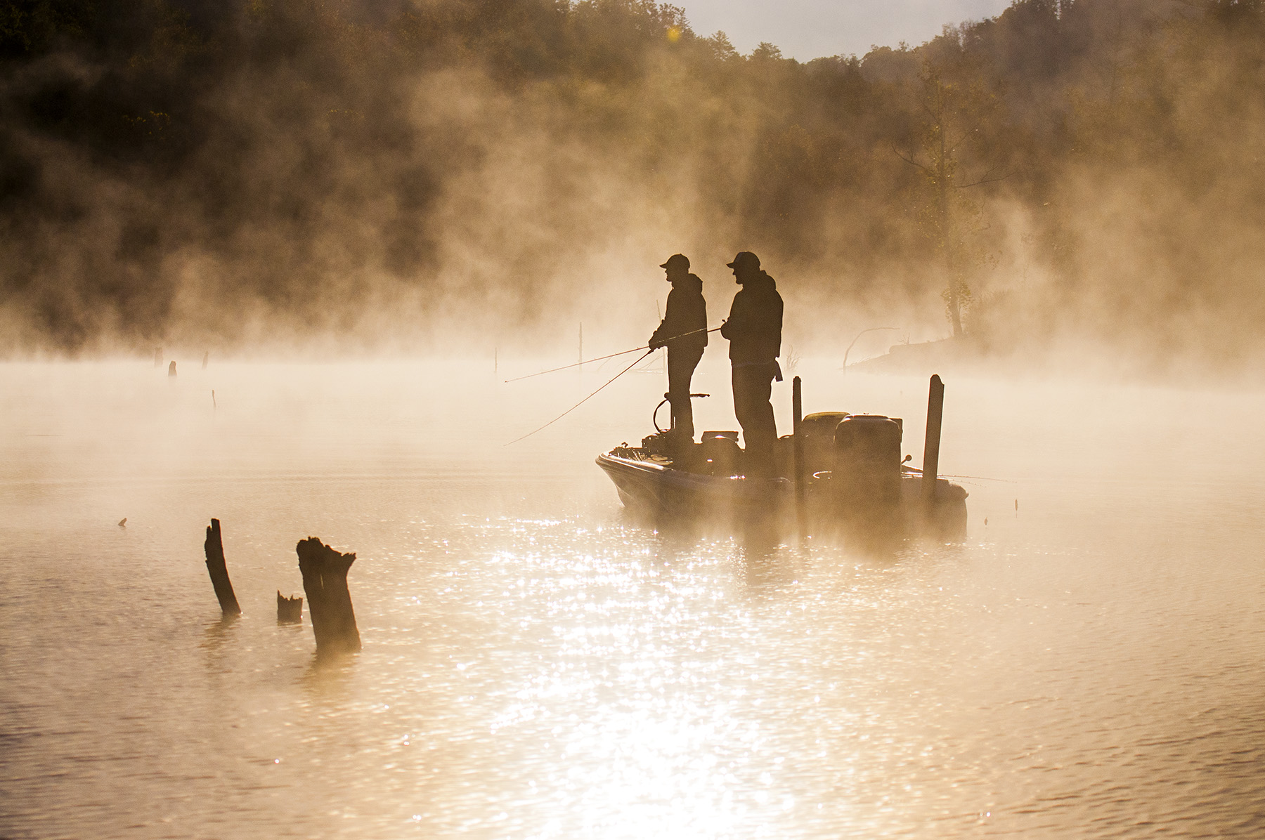 fog-early-morning-bass-fishing-lake-sweetwater-fishing-tv-television-show-jason-stemple
