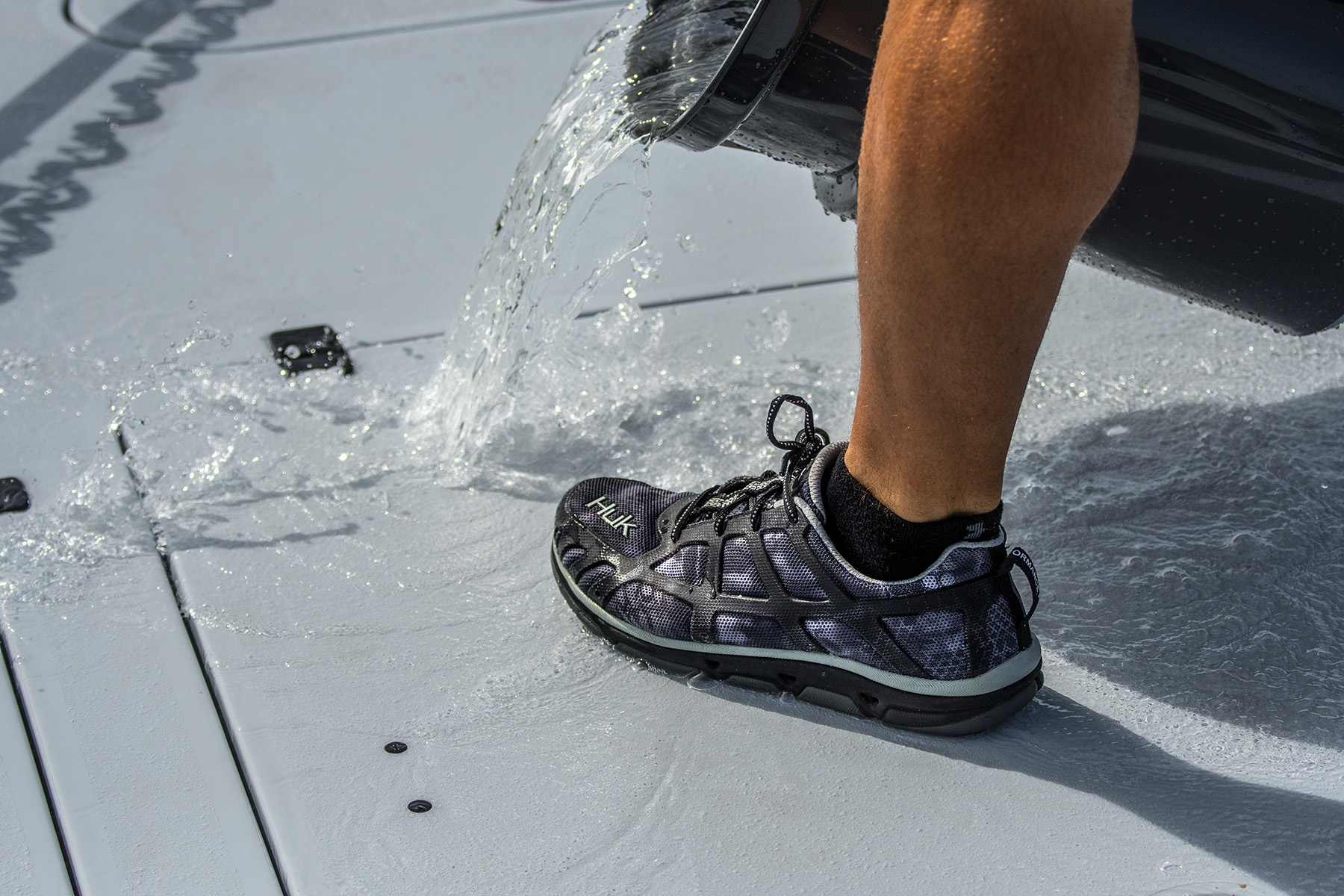 tom-rowland-wears-his-huk-shoes-on-his-yellowfin-boat-while-fishing-with-saltwater-experience-on-waypoint-tv