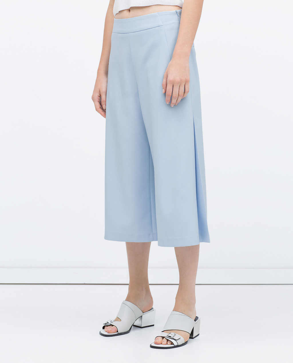 I admit it....  I am totally obsessed with culottes this season. Aside from the factthey looksuper vintage... The air flow and comfort make them that much moreridiculous. Gimme, Gimme!