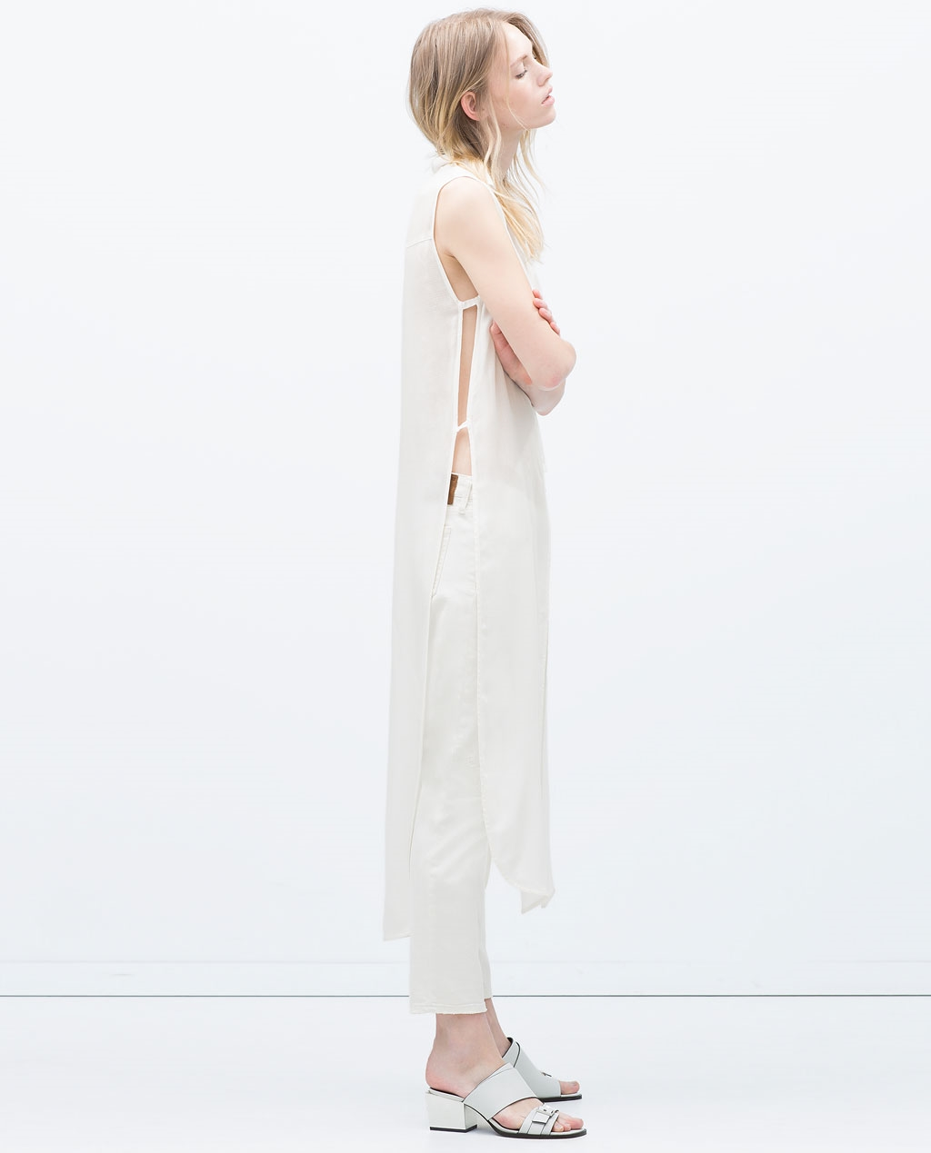 """""""Long shirt with vents"""".... I mean the name speaks for itself. Light colours and holes constructed just for ventilation. This is theperfect summer shirt!"""