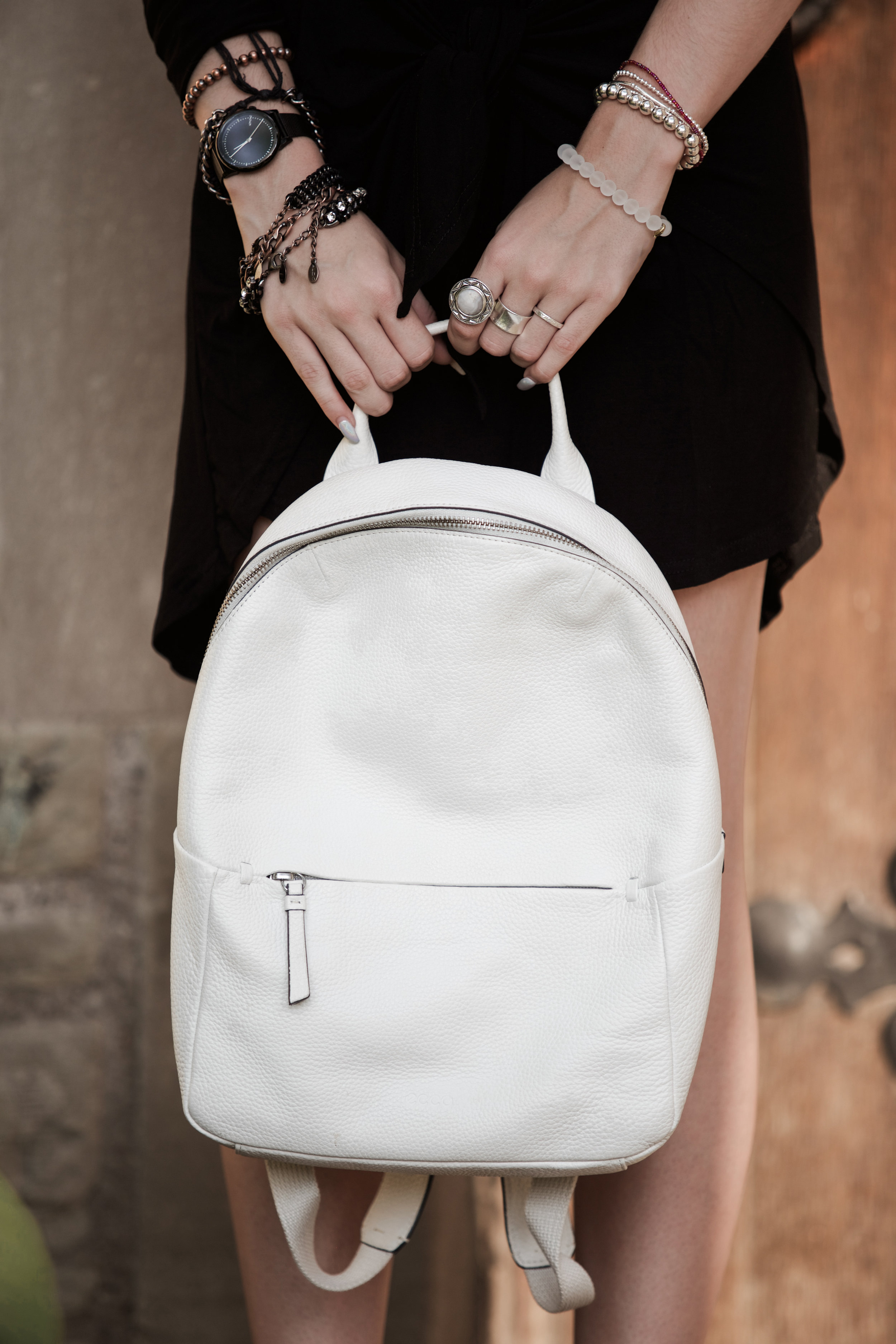 Shop this white leather backpack  exact  /  similar  (amazon) // Watch  exact  /  similar