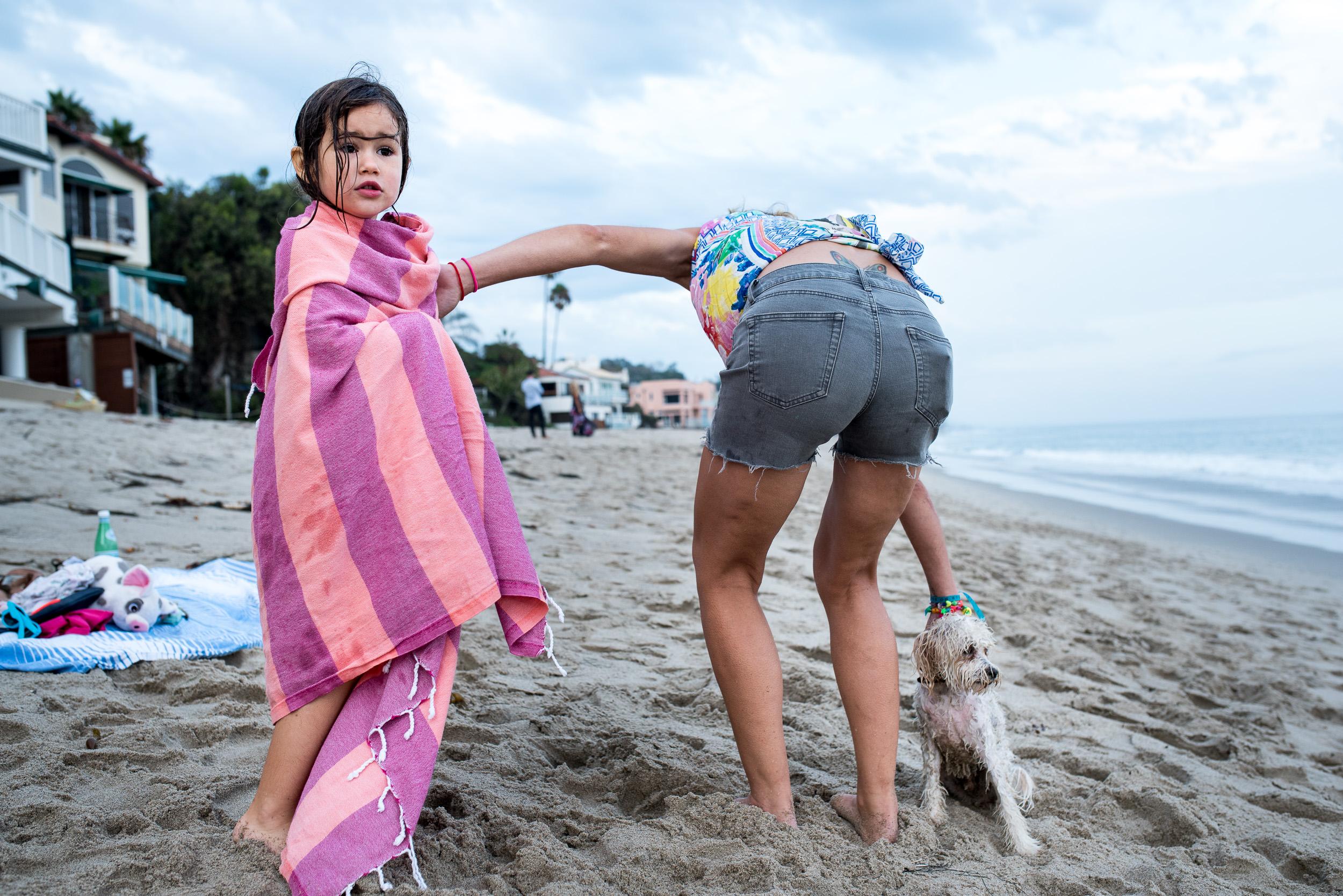 Deborah-Barak-Documentary-Family-Photography-Brooklyn_NYC_busy-mom-on-beach.jpg