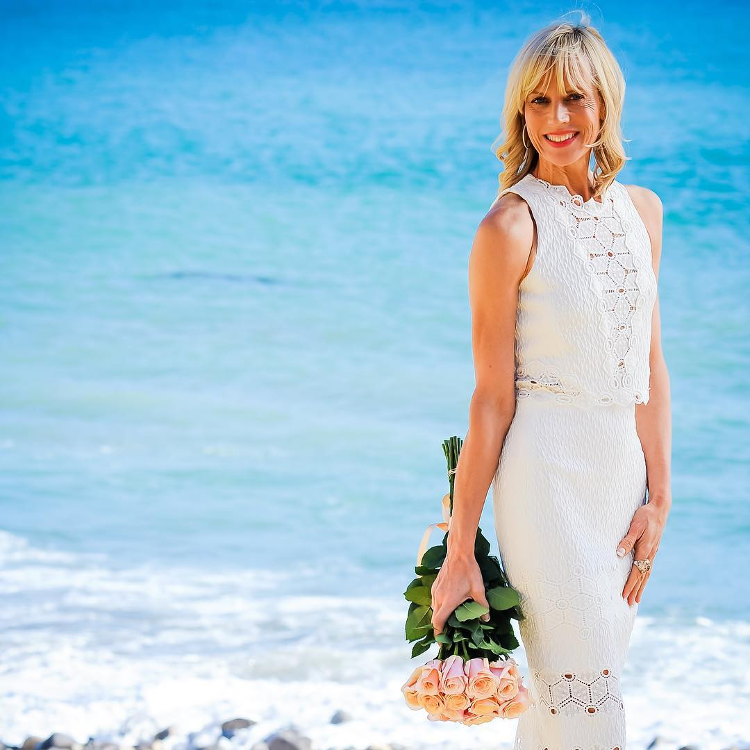 Catherine Grace O'Connell   is an age-positive fashion blogger based in Redondo Beach, California. She wants to show younger folks that you can embrace midlife—not fear it.