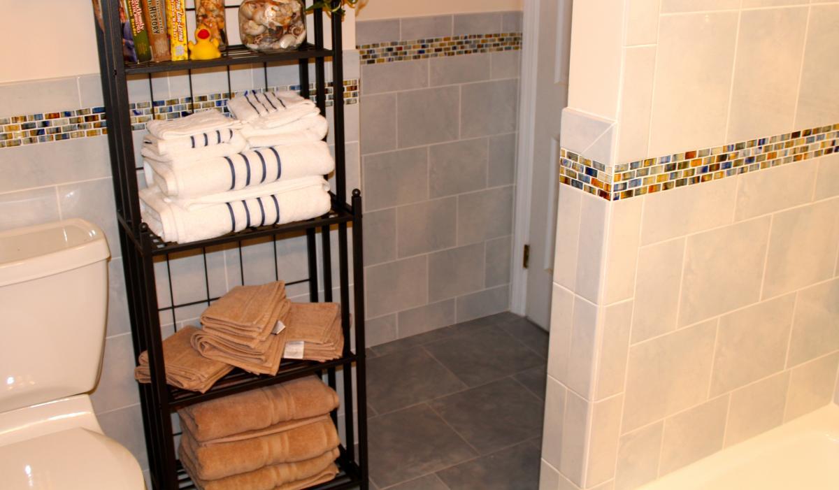 bathroom-tile-glass-border.jpg
