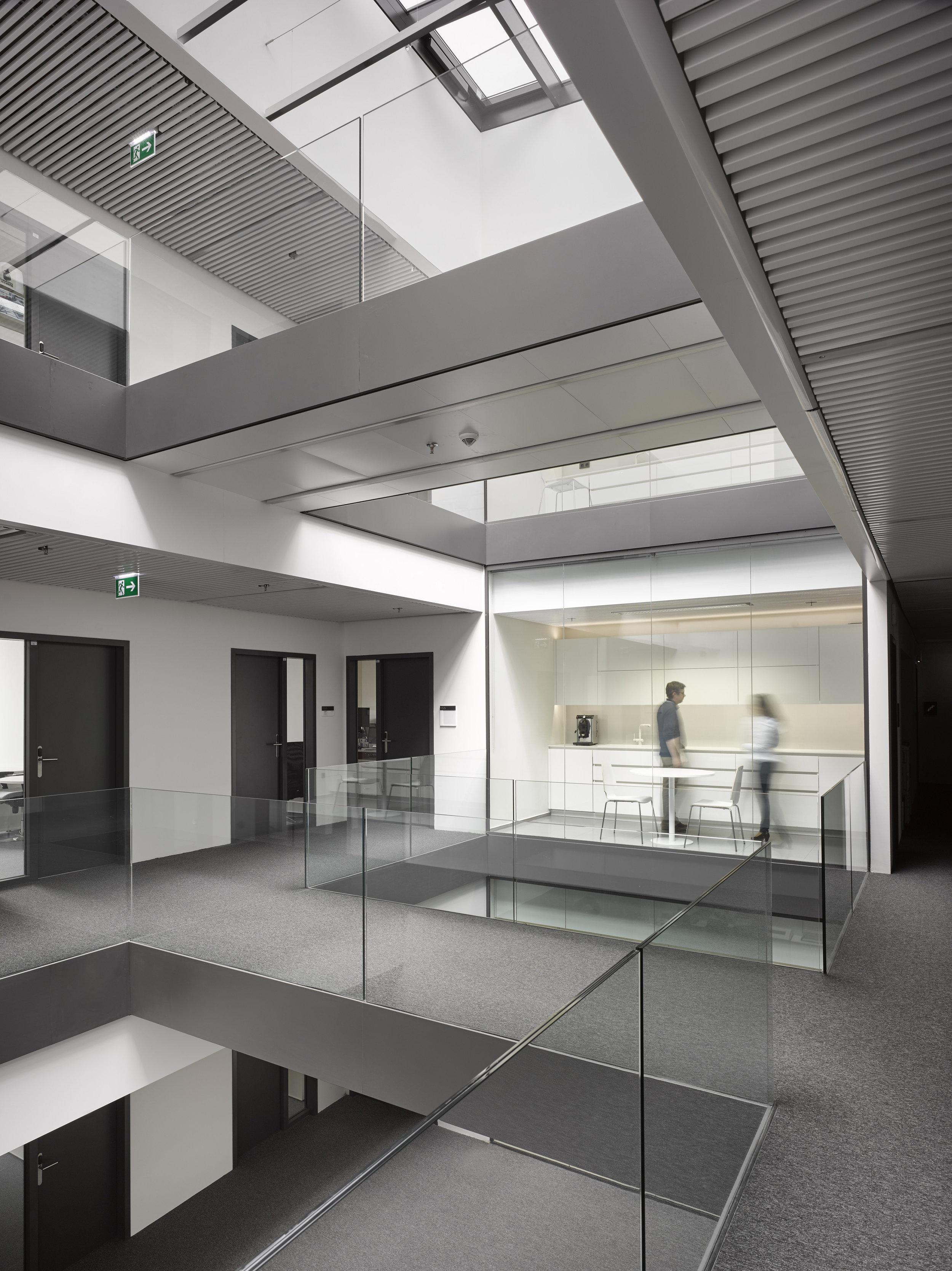 ELI Foto 10 Kuchynka kancelarska budova.jpg