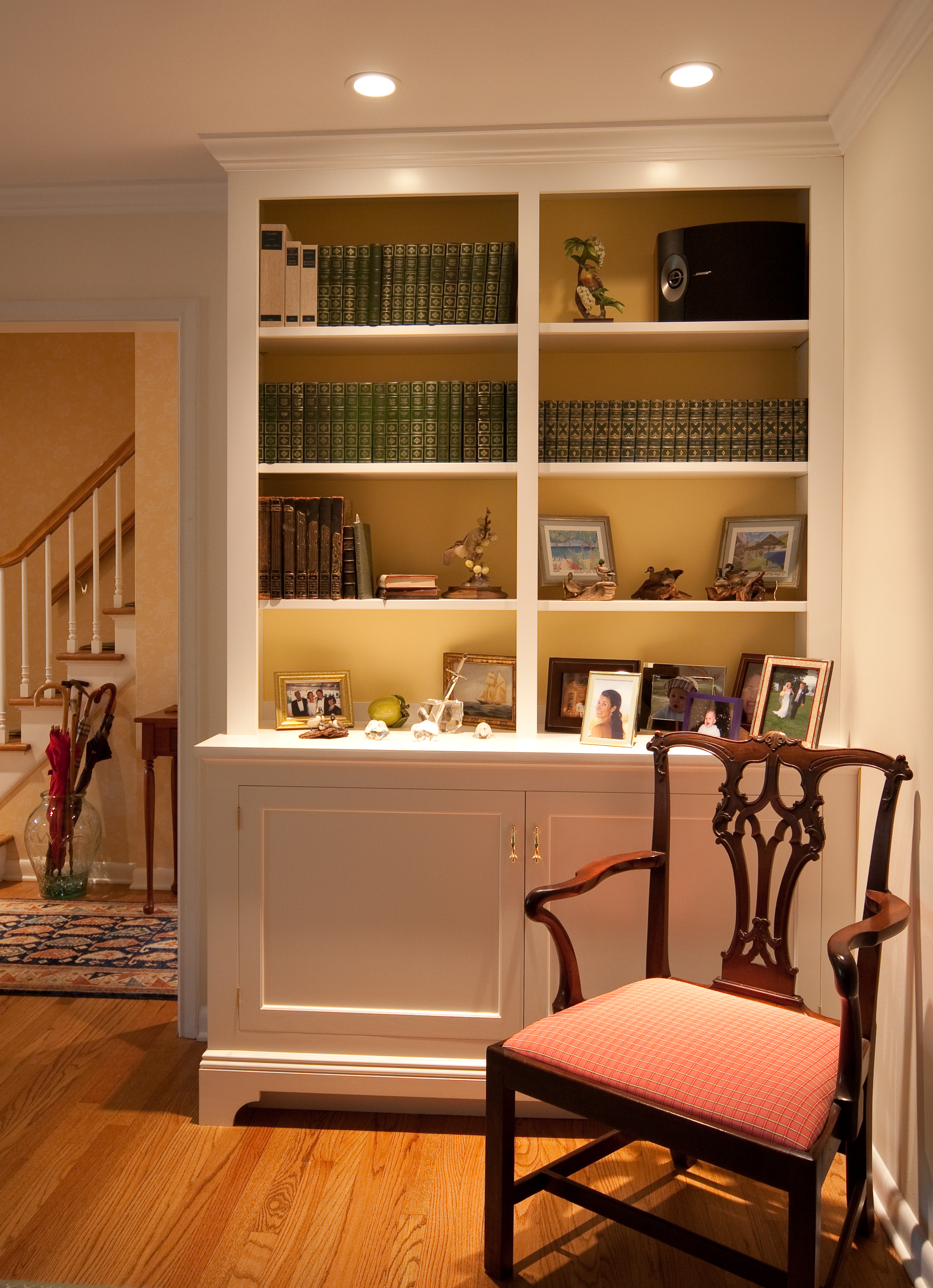 Classic built in book shelves have contrasting painted backs.