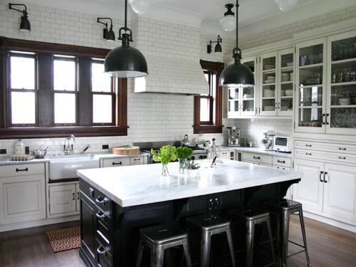 Nice mix of black and white. I like that the island is black and the rest of the cabinetry is white. Very refreshing.
