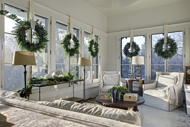 I saw these simple, beautiful wreaths on Houzz.  What a nice addition to this clean sun room.