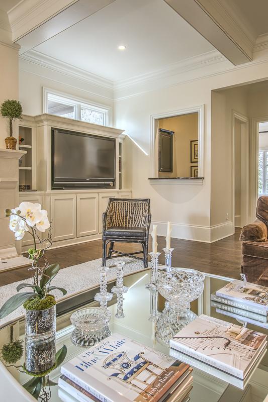 Living room into bar - art lover's dream home