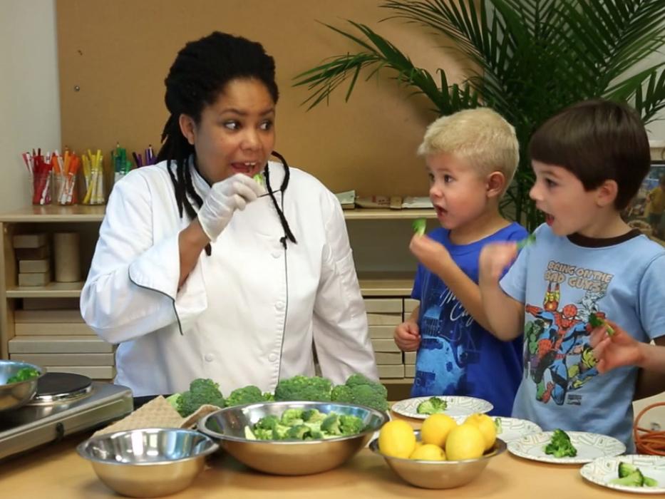 Chef Asata, a Garnish & Gather Chef, cooking with kids at Georgia Organics.  Source.