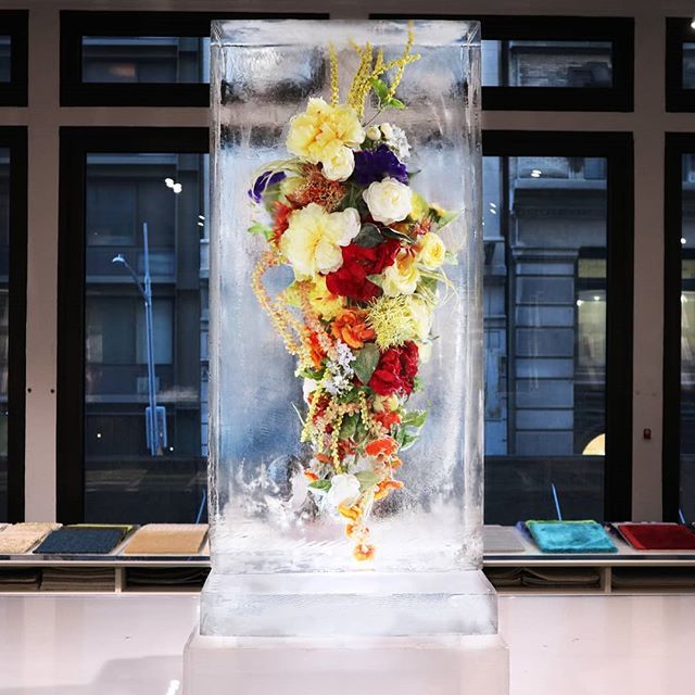 Frozen never looked so beautiful💐 #TaiPing #DeadClearIce #IceSculpture #Flowers #FrozenInside #okamotostudio
