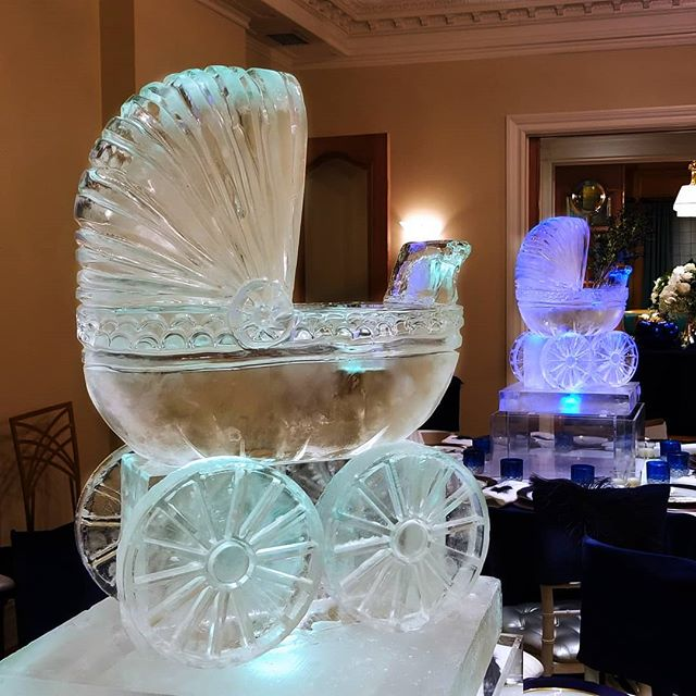 Great for summer strolls😎 #IceSculpture #EsteStein #BabyCarriage #TableTop #Centerpiece #okamotostudio