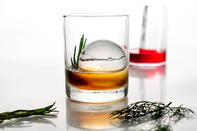 A sphere of chill😌 #cocktailice #sphere#icesphere  #clearice#perfectice #thirstythursdays #IceModern #okamotostudio