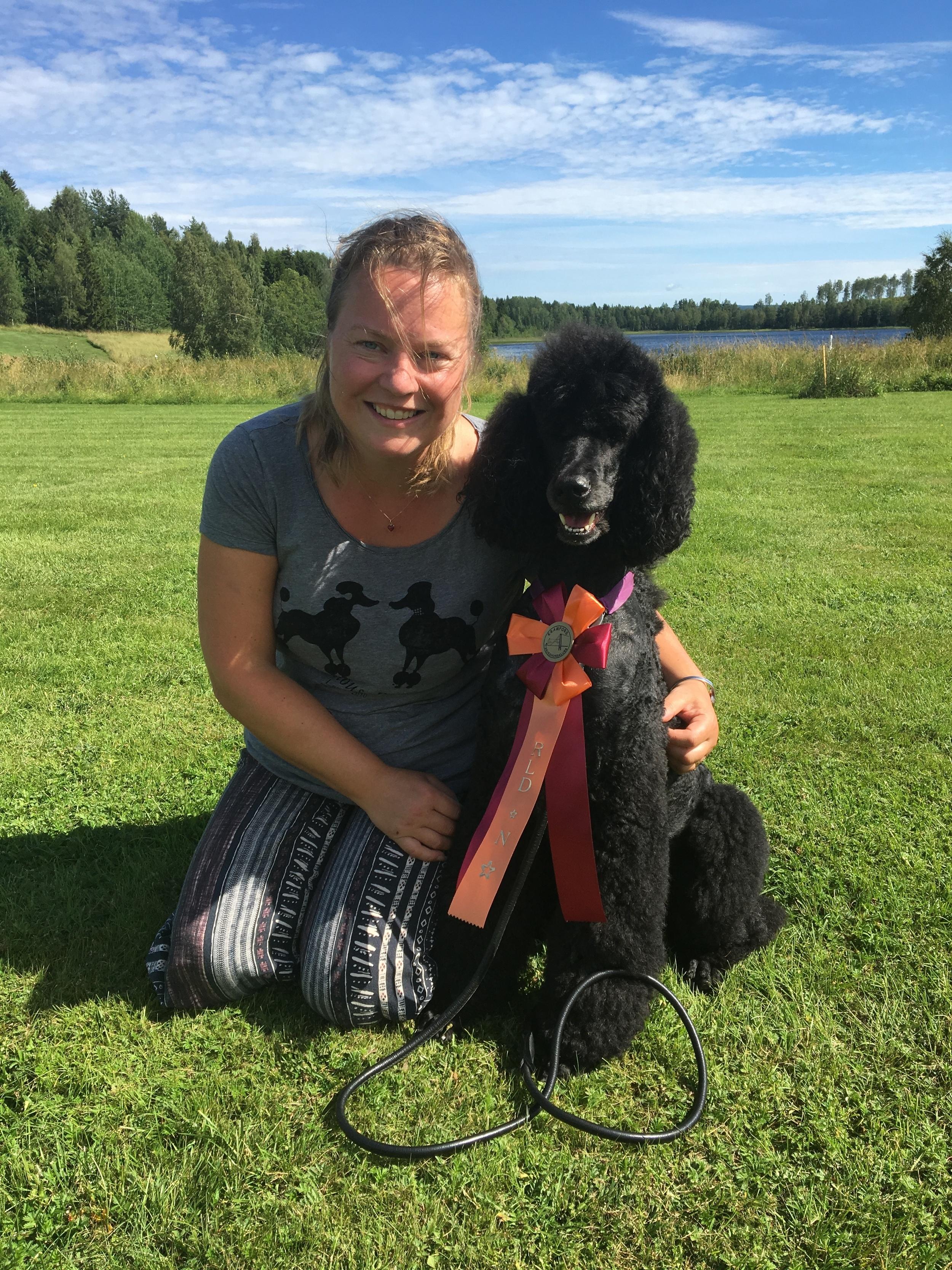 Jag och Emma framför Dysjön på Kramfors BHK.