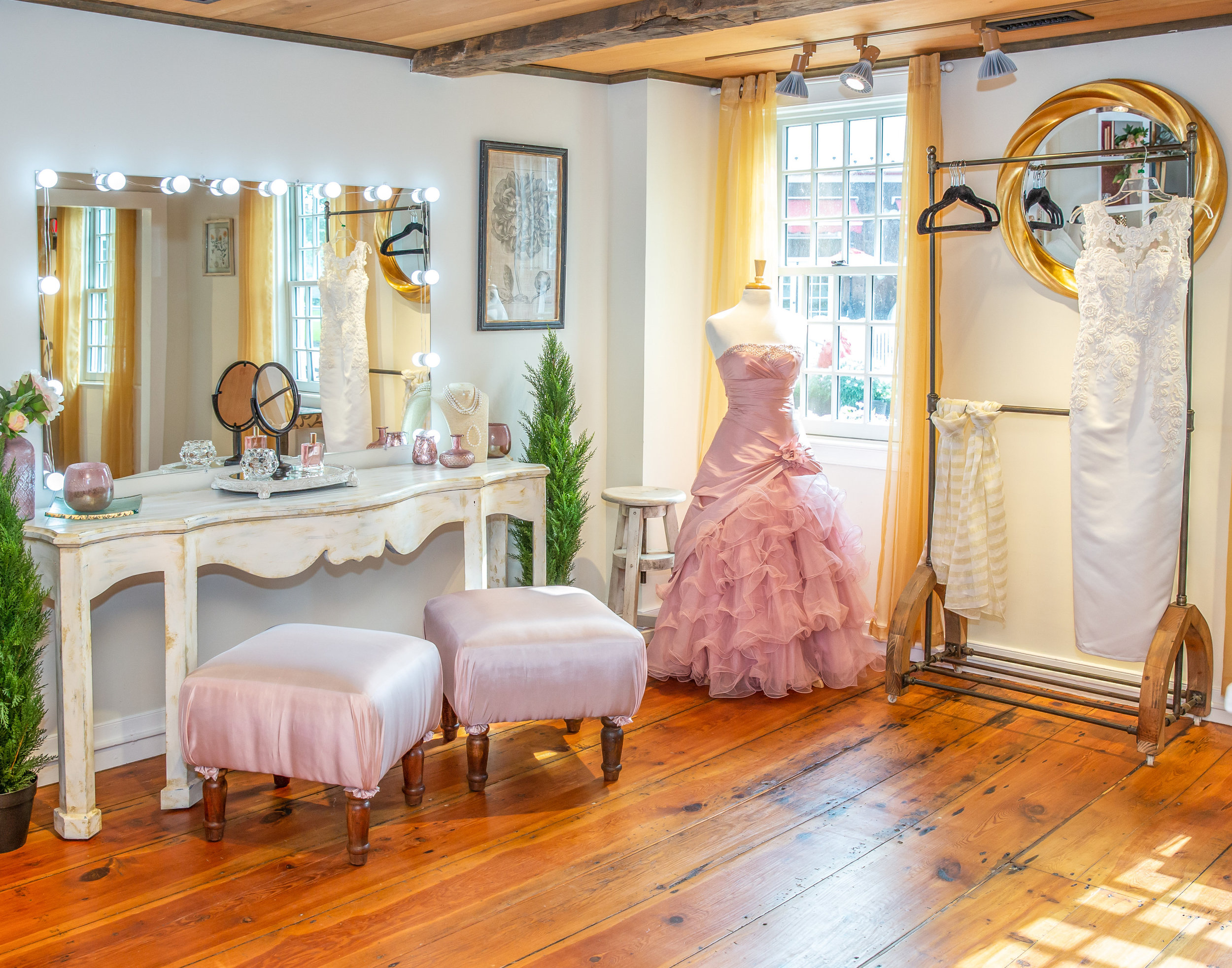 Bridal Suite at The Barn at The Farm Table 1.jpg