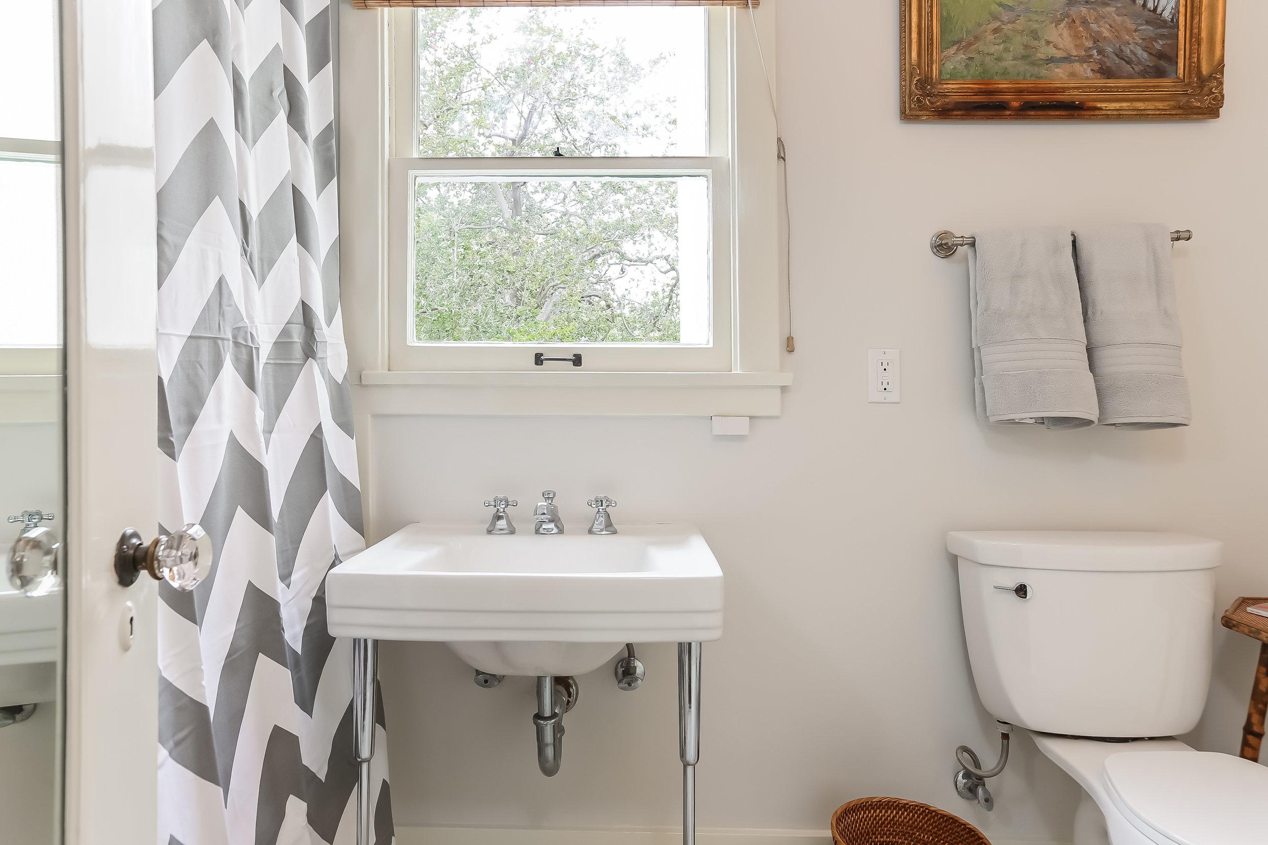 Bathroom-5846815.jpg
