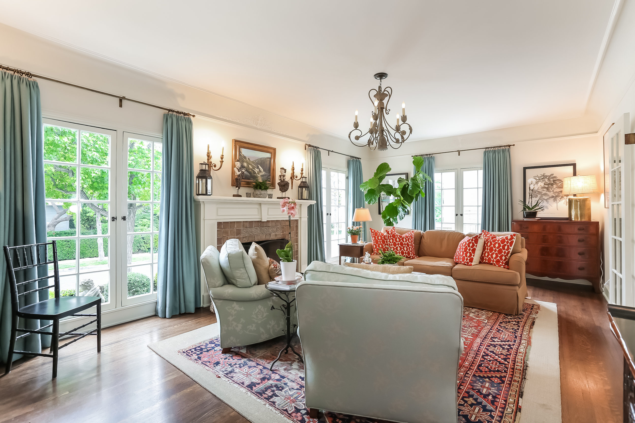 Living Room-5846787.jpg